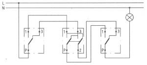 Schemat podłączenia łacznika krzyżowego w instalacji z łącznikami schodowymi